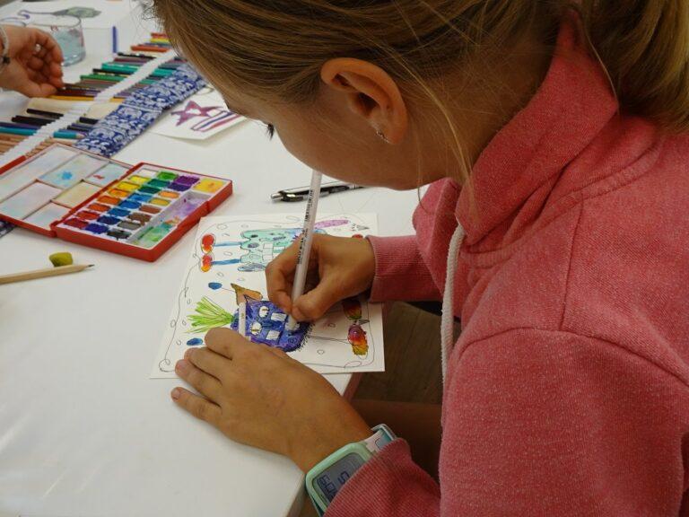 Kind am Zeichnen
